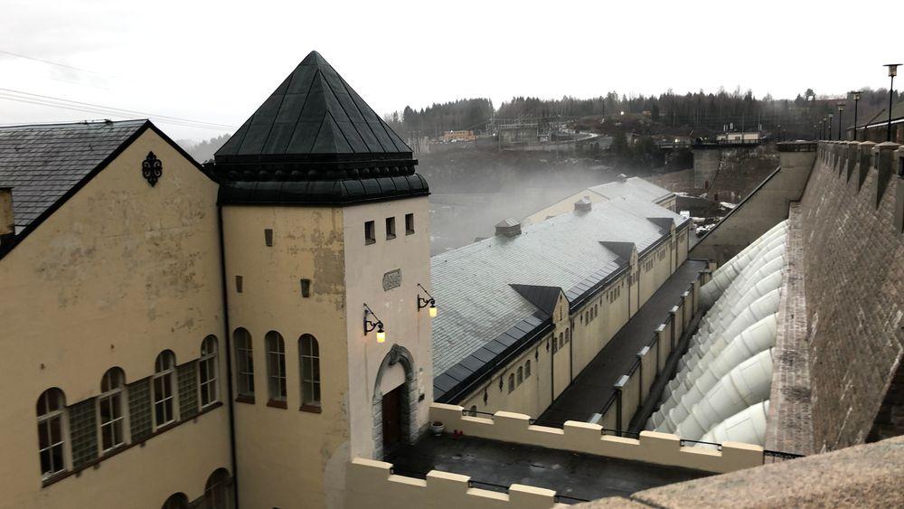 EUs forslag er ikke vedtatt ennå, men det ligger an til at vannkraft må rapportere på flere faktorer enn sol og vind. Det er ikke teknologinøytralt, mener den norske vannkraftbransjen.