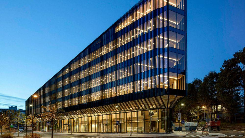 Finansparken i Stavanger, som er Sparebank 1 SR-banks nye hovedkontor, er tegnet av Helen & Hard. Tre og bærekraft er en vinneroppskrift, mener administrerende direktør Randi H. Augenstein.