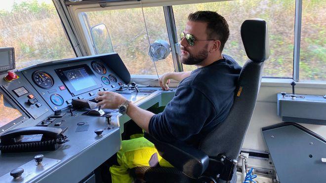 I løpet av noen år skal mer enn 400 norske tog utstyres med digitale signaler – her er erfaringene fra det aller første