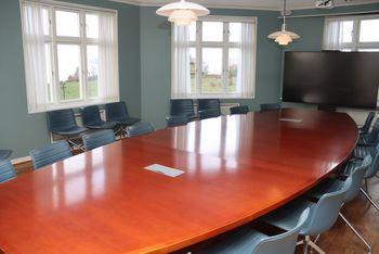 I dag blir antennerommet ved Jeløy Radio brukt til møter.
