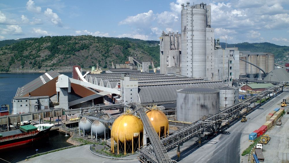 Gjødselgiganten Yara varslet mandag at selskapet har planer om å bygge om ammoniakkfabrikken på Herøya slik at hydrogen produsert ved elektrolyse kan erstatte hydrogen fra gass.