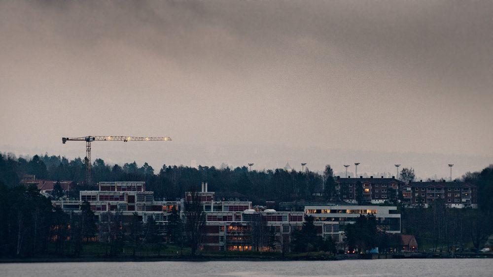 DNV GL, som holder til her på Høvik, utelukker ikke at de kan kreve erstatning som følge av statens fregattsøksmål.