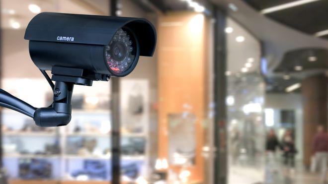 Overvåkingskamera på kjøpesenter.