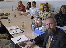 Statsråd Bendik Rugaas med unge rådgivere.