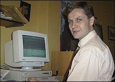 SV-leder Erik Solheim ved PC.