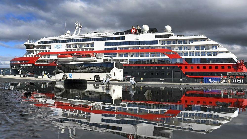 Arkivfoto av Hurtigruten-skipet MS Roald Amundsen.
