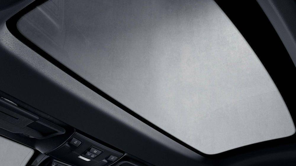 Mercedes har tidligere fått patent på teknologi som lar brukeren styre hvor transparent panoramaglasstaket skal være.