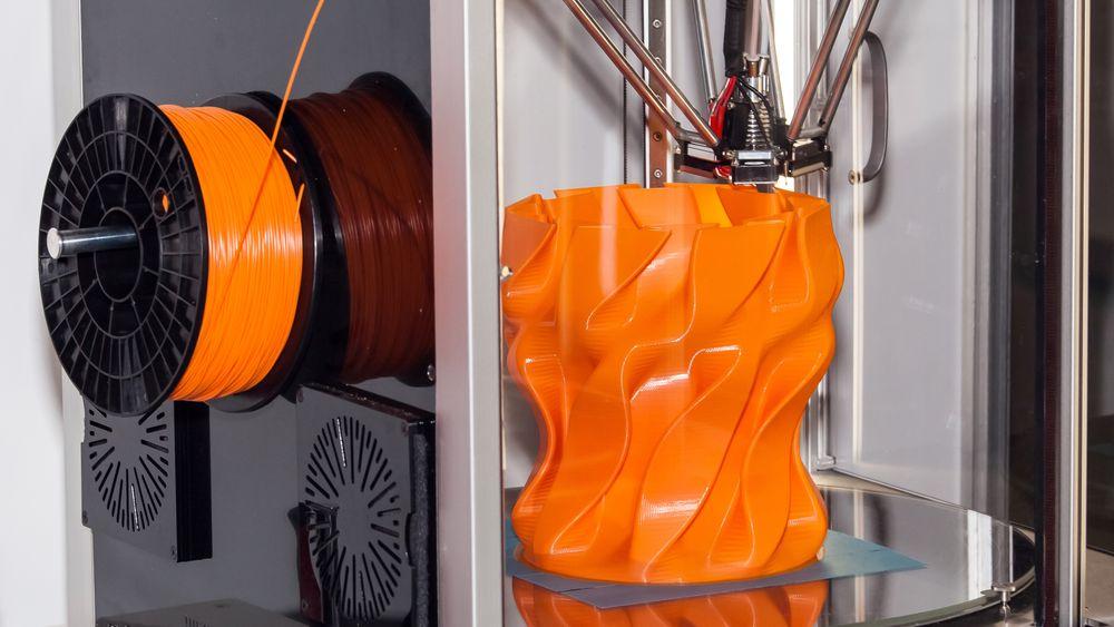 Særlig de populære og ofte billige FDM-skriverne, der en tynn plasttråd varmes opp og legges lag på lag, ser ut til å utgjøre en helserisiko uten riktig ventilasjon.