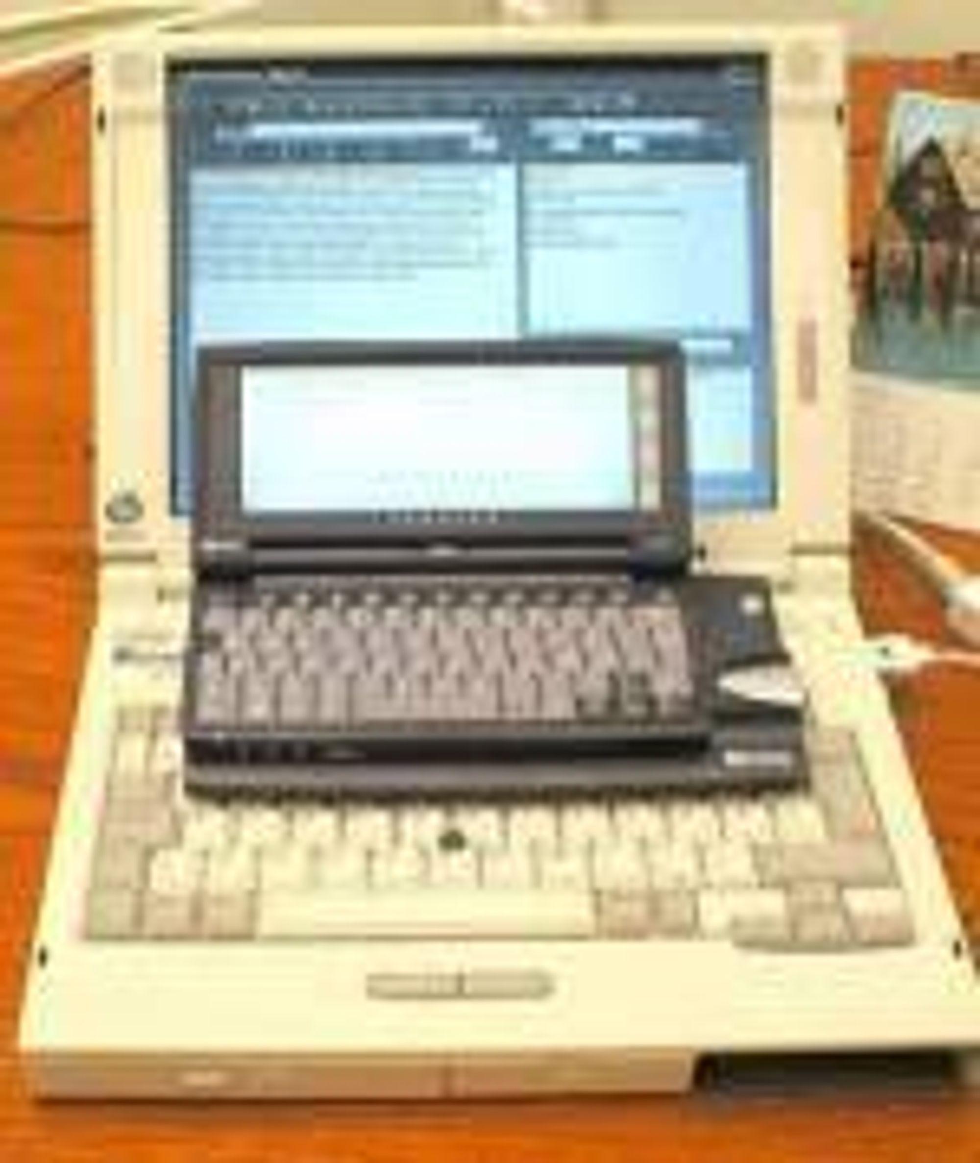 HP Jornada 680 oppå en Compaq-PC