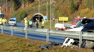 Bilen var godt pakket og passasjeren riktig sikret – likevel døde hun: Sår tvil om sikkerheten i midtsetet