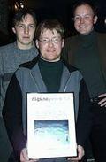 Gruppebilde av tre medarbeidere fra HEP under utdelingen av digi.no prisen 2. desember 1999. Fra venstre Lennart Johansen, Stein-Erik Karlsen og Morten Hjerde