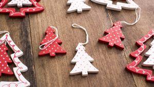 /2637/2637270/wood_tree_shape_ornaments.300x169.jpg