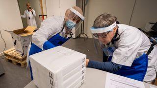 Her er de første koronavaksinene i Norge. Syv kommuner skal få