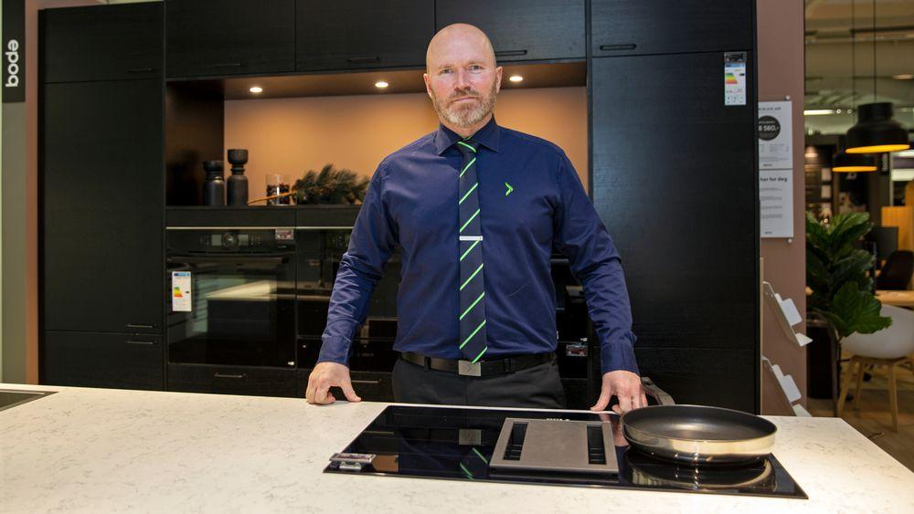 En koketopp med nedsug, er blant innovasjonene Christian Hole i Elkjøp trekker fram når vi snakker om smarte kjøkken.