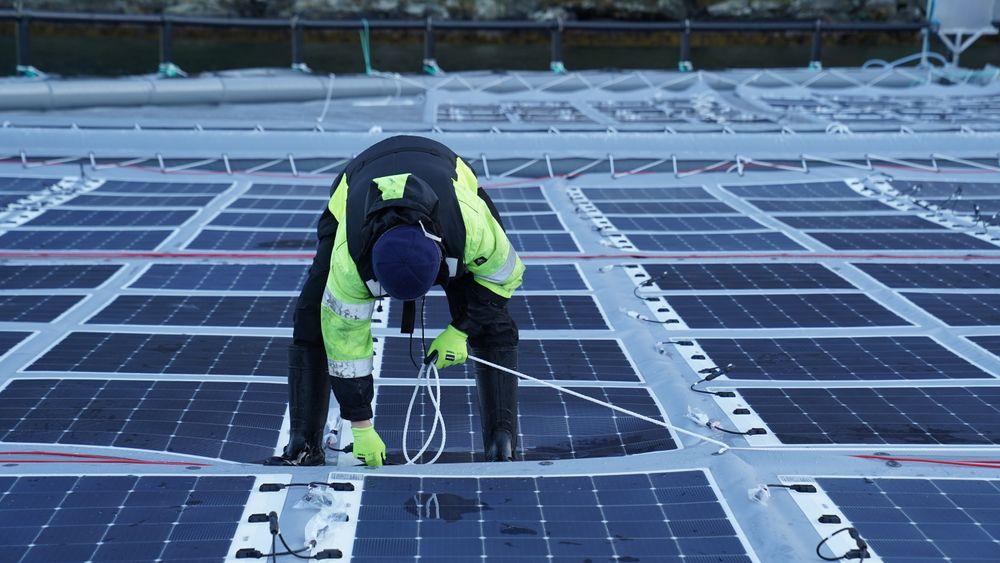 Solcellene skal være fleksible for å tåle vær og vind.