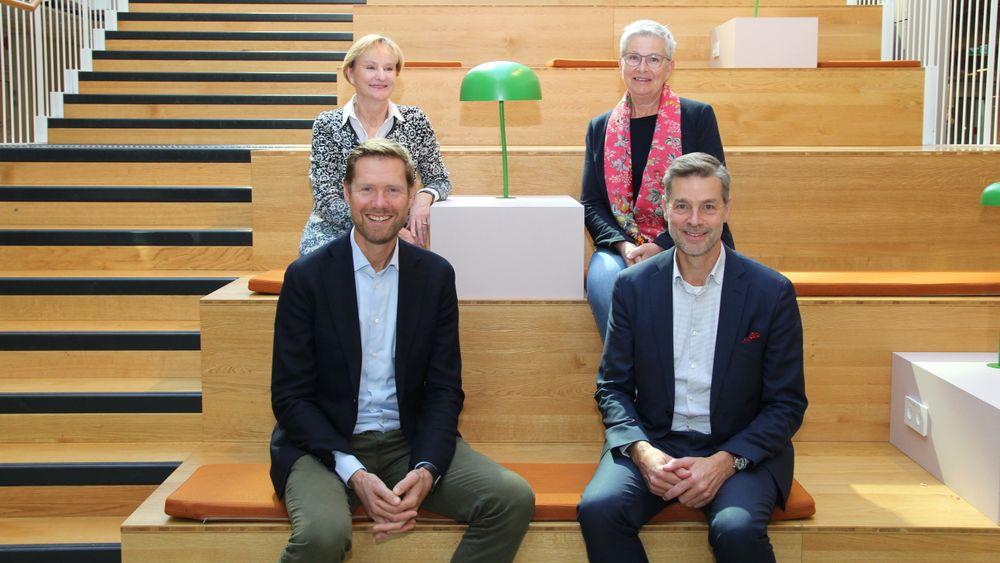 Fire administrerende direktører vurderer om de skal danne et forskningskonsern, Lars Andresen i NGI(t.v.) og Nils Morten Huseby i Ife, Kari Nygaard i Nilu(t.v. bak) og Greta Bentzen i Niva.