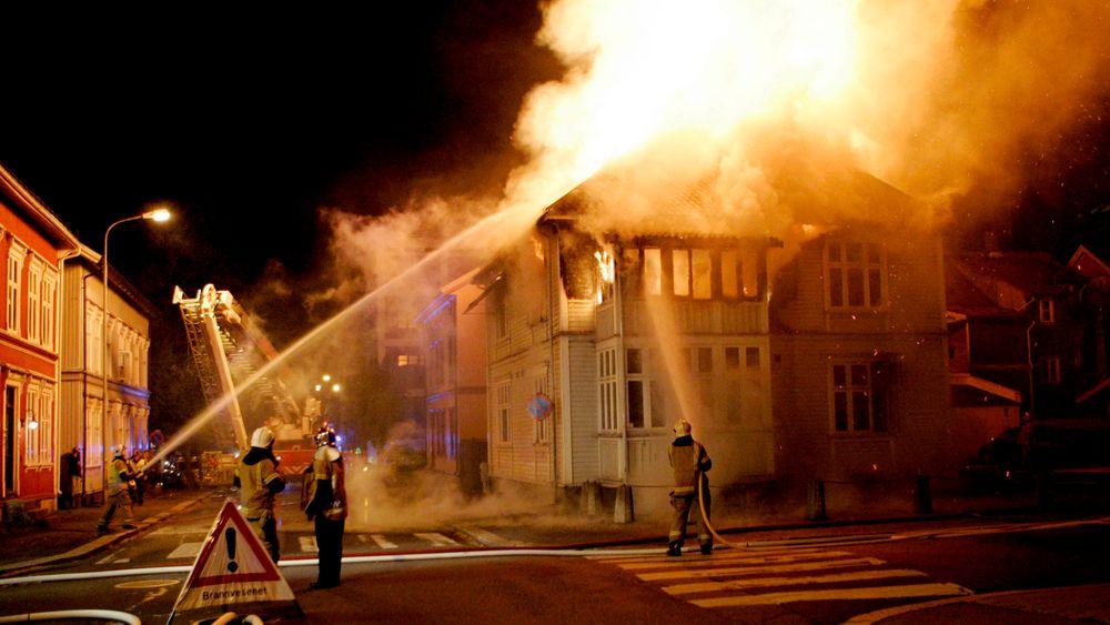Hvert år er det mange husbranner i Norge. Bildet er fra en tidligere brann i Tønsberg.