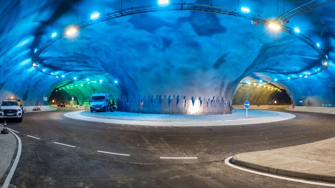 Rundkjøring i tunell under havet.
