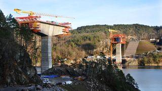 Her kan du følge byggingen av Trysfjordbrua – bilde for bilde