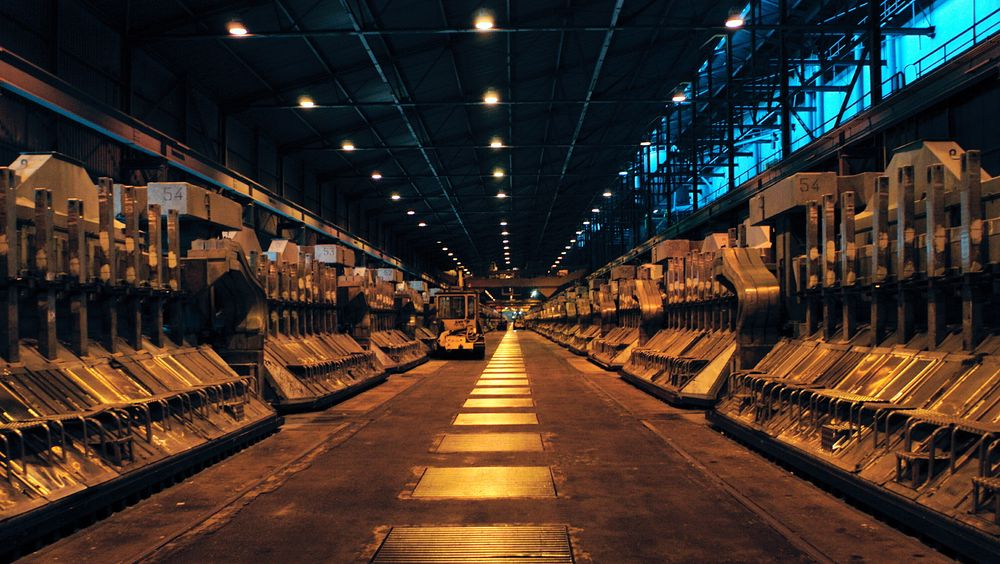 Hydros aluminiumsverk i Årdal. Den kraftkrevende industrien står for en svært stor del av Norges strømforbruk. Men vi vil trenge langt mer strøm framover for å skape nye industrier som skal gi inntektsstrømmer til Norge etter oljen, skriver TUs redaktør i denne kommentaren.