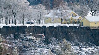 Hus har flyttet seg 400 meter – politiet har håp om å finne overlevende