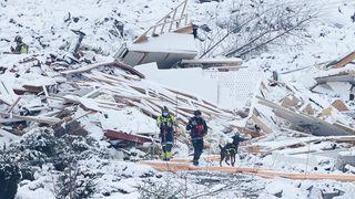 Tre personer funnet omkomne i skredområdet