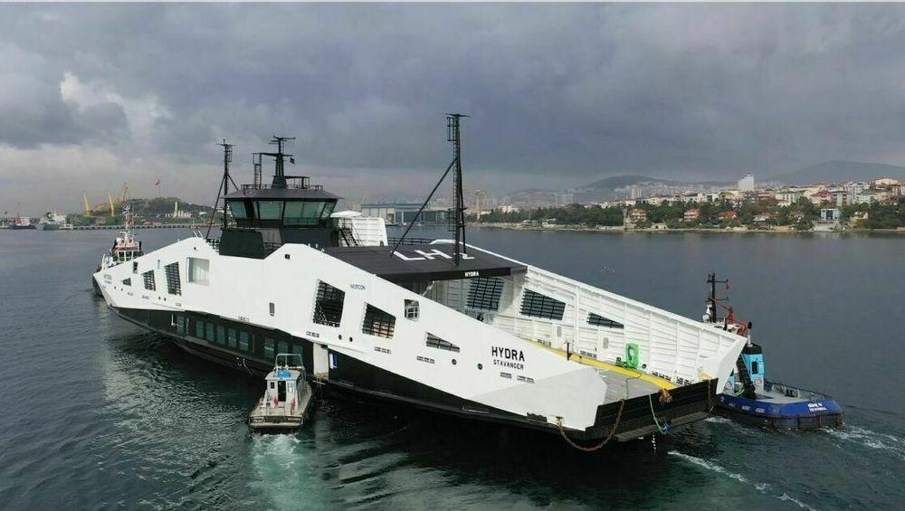 MF Hydra forlot Norse Celik i Tyrkia 18. november. Først litt ut i uke 1 i 2021 kommer fergen til Ølensvåg.