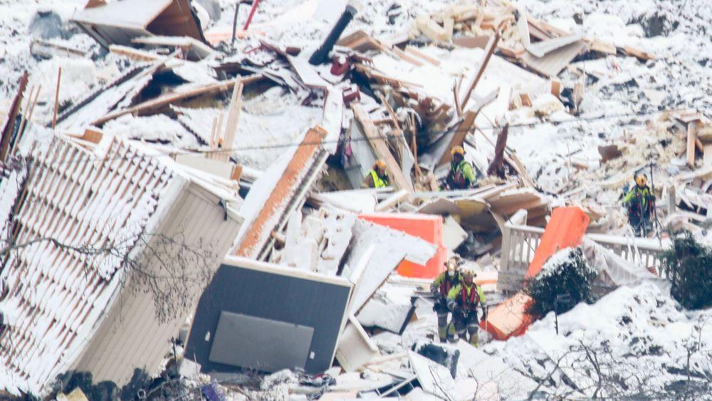 Redningsarbeidere avbrøt søket i ruinene etter at det gikk et nytt skred i skredområdet i Gjerdrum.