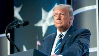 President Donald Trump på en talerstol.