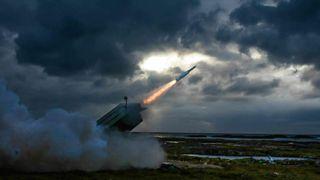 Testskyting på Andøya: Det nye missilet gjør Nasams i stand til å skyte ned fly på langt lengre hold