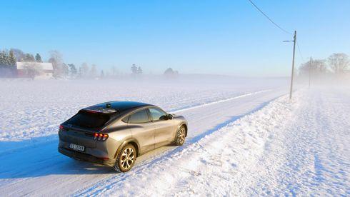Vintertest av Ford Mustang Mach-E: En flott bil, men glem den oppgitte rekkevidden