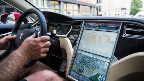 Tesla bedt om å tilbakekalle biler med defekt skjerm i USA