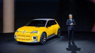 Renault-sjefen presenterte ny forretningsplan, og konseptbilen Renault 5.
