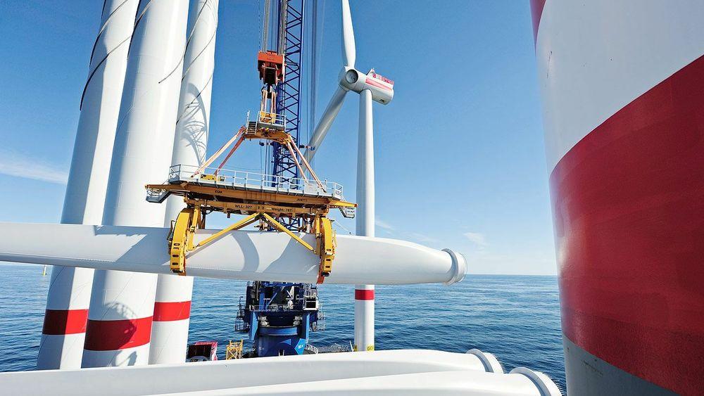 Oppføring av vindturbiner ved Ørsteds tyske havvindmøllepark, Gode Wind.