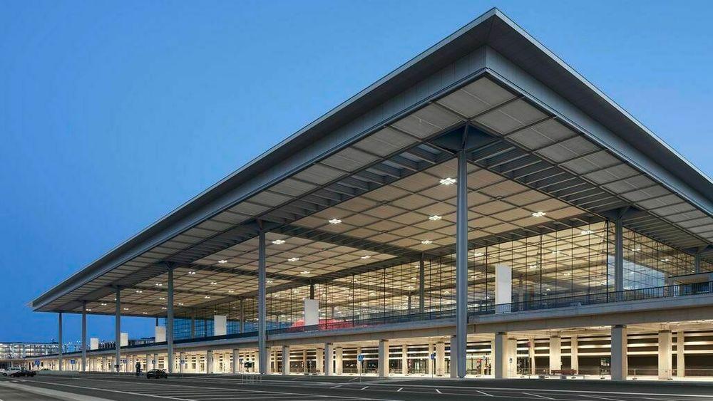 Terminal 1 ved Berlin-Brandenburg Airport, hvor ansatte stadig opplever å få støt av røtgenutstyret.