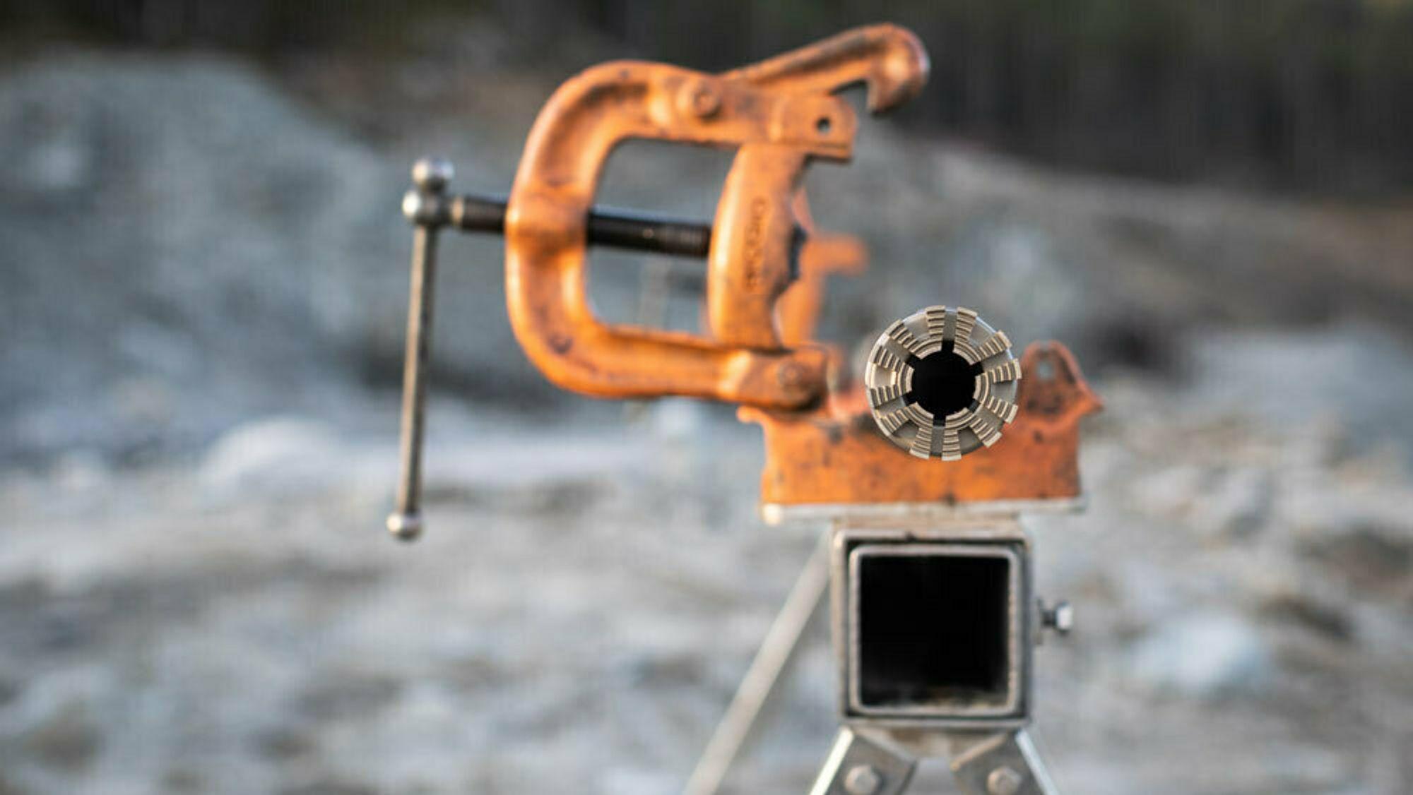 Devico mener oppstartsbedriften Aziwell har kopiert deres kjernebor for å lete etter sjeldne mineraler.