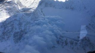 Utvikler ny type snøskredvarsling: Skal stenge veiene ved ras