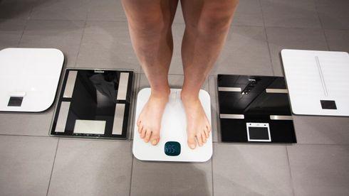 Disse fem smarte badevektene klarer ikke å bli enige om hvor mye fett du har på kroppen. Hvor smart er det?