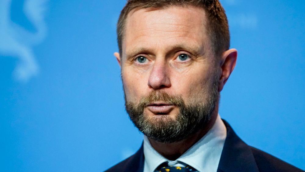 Helseminister Bent Høie (H) under en pressekonferanse om nye tiltak på Østlandet i forbindelse med utbruddet av den britiske muterte varianten av koronaviruset i Nordre Follo søndag kveld.