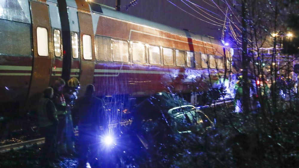 Toget hadde en hastighet på 80–90 kilometer i timen da det rammet personbilen som sto fast mellom bommene. Føreren av bilen omkom i ulykken i Vikersund 28. januar i fjor.