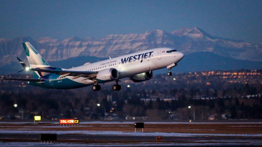Bildet er tatt under den første kommersielle flygingen med en 737 Max i Canada etter at flytypen fikk grønt lys tidligere i januar.