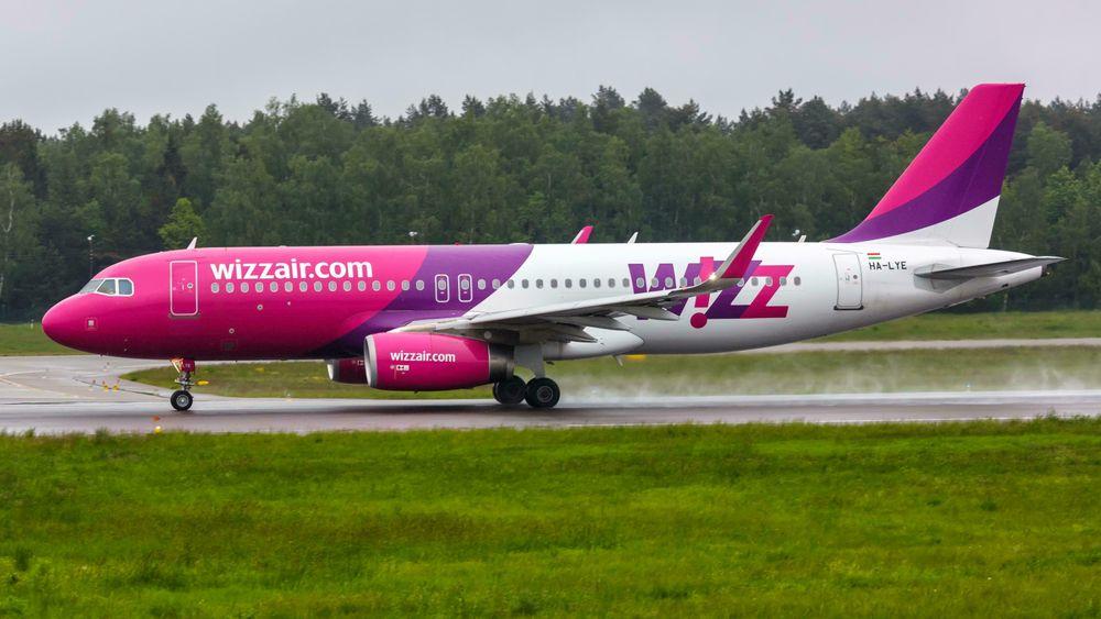 Et Airbus A320 som tilhører Wizz Air. Det var samme type fly mekanikeren reparerte med promille.