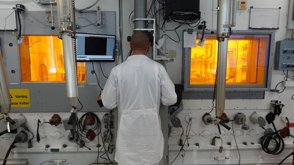 Avtalen innebærer blant annet at brenselet skal undersøkes i laboratoriet hos Studsvik i Sverige.