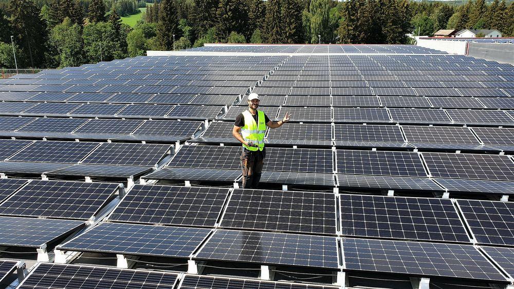 Solenergi tar lite areal, kan desentralisere strømproduksjonen og er relativt konfliktfritt. Men hvor mye plass bør det ha i Norge?
