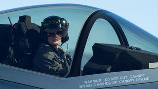 Bli med inn i F-35-cockpiten når Kristin «Beo» Wolfe flyr oppvisning