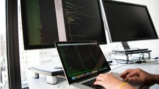 Hva kan du ta deg betalt i timen som IT-konsulent?