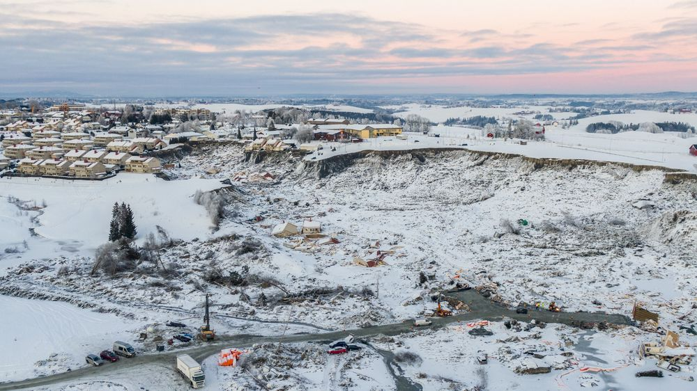 Et regjeringsoppnevnt utvalg skal granske årsakene til skredet i Gjerdum i romjulen. Her et oversiktsbilde over skredområdet på Ask.