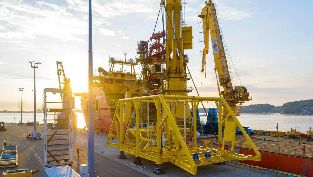 Havbunnspumpesystemet til Vigdis-feltet, ligger her klar for utskiping på kaien ved OneSubseas utviklings-, test og produksjonsanlegg på Horsøy i Askøy. Selskapet ble i 2018 av Equinor tildelt kontrakten verdt 700 millioner kroner.