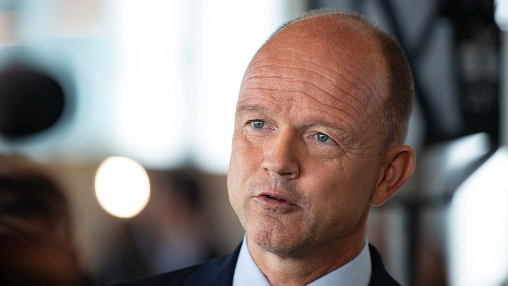 – Vi må ikke svekke norsk næringsliv i den vanskelige tiden vi står oppe i nå. Det er bransjer som er rammet veldig hardt, og det ligger en stor usikkerhet framfor oss, sier NHO-sjef Ole Erik Almlid. Prognosene tilsier at du går ned i reallønn i år.