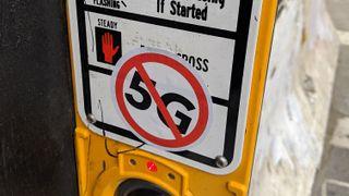Klistremerke med forbudsskilt mot 5G.